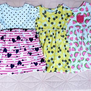 Set of 3 girls sz 5 dresses, great condition $9